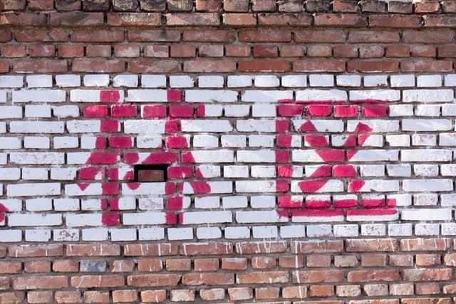 Quels éléments composent les caractères en mandarin ?